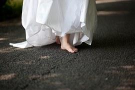 150422.Wedding Dress and bare feet