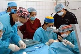 surgery-590536__180