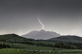 lightning-880154__180