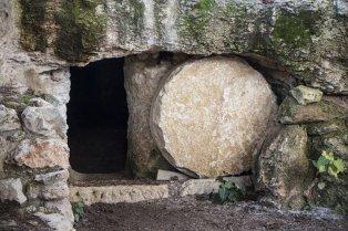 tomb12